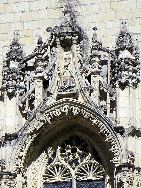 File:Linteau de la chapelle d'Ussé.JPG