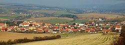Liteň, pohled na městys od kopce Mramor.JPG