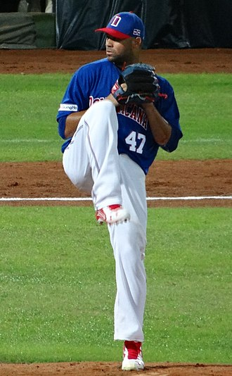 Luis Pérez (baseball) - Pérez pitching for the Dominican Republic national team in 2015 WBSC Premier12 warm-up game