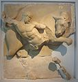 Mètopa del temple de Zeus d'Olímpia amb representació del bou de Creta (Museu Arqueològic d'Olímpia).JPG