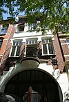 Woonhuis-magazijn in een door de Art Nouveau beïnvloede bouwstijl.