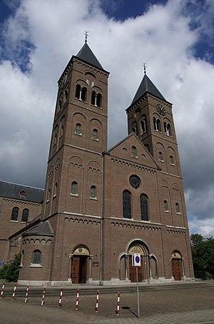 Heer, Maastricht - Image: Maastricht rijksmonument 506637 R.K. Kerk St Petrus Banden (Heer) Dorpstraat 78 20110807