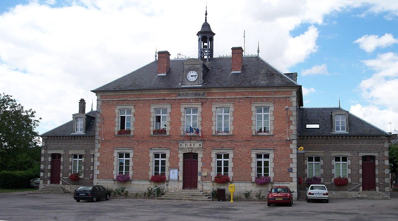 La mairie de Palis.