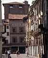 Mantua-120-Kolonnaden-Turm-1997-gje.jpg