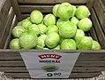 Meny grocery store Tønsberg Norway cabbage hodekål i trekasse tilbud plakat 2017-09-20 02.jpg