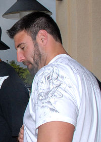Mike Vrabel at Hickham AFB 080207-F-8815B-105 crop.jpg