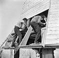 Molenmakers aan het werk, tijdens restauratie - Alphen aan den Rijn - 20007883 - RCE.jpg