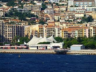 Fontvieille, Monaco - Image: Monaco – Heliport vor dem Cirque de Monte Carlo panoramio