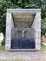 Monceau-Saint-Waast (Nord, Fr) calvaire-oratoire.jpg