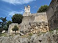 Monumento ai caduti edificato sulle antiche mura - panoramio.jpg