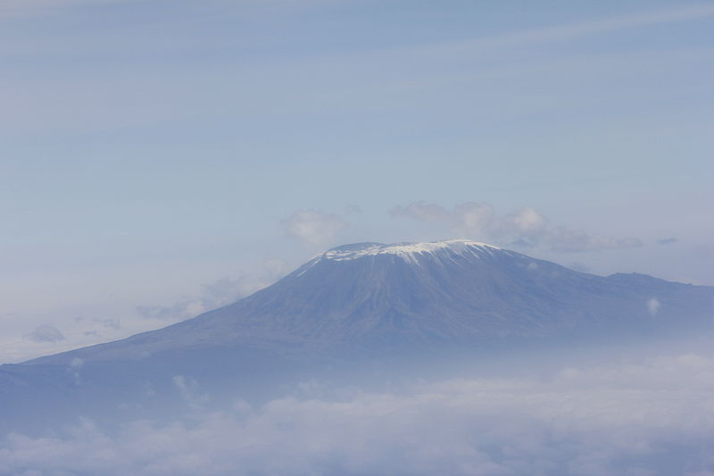 ملف:Mount Kilimanjaro Aerial View on a Cloudy Background.JPG