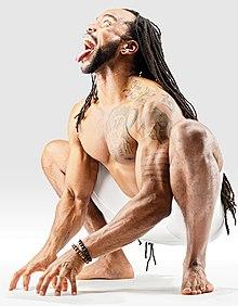 220px Mr yoga lion pose in garland pose yoga asanas Liste des exercices et position à pratiquer