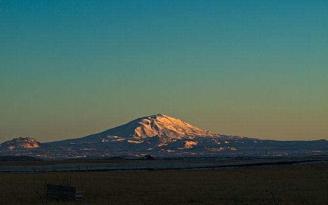 640px-Mt._Hekla_at_Dawn_%282989251483%29.jpg
