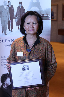 Mu Sochua With the Eleanor Roosevelt Ward.jpg