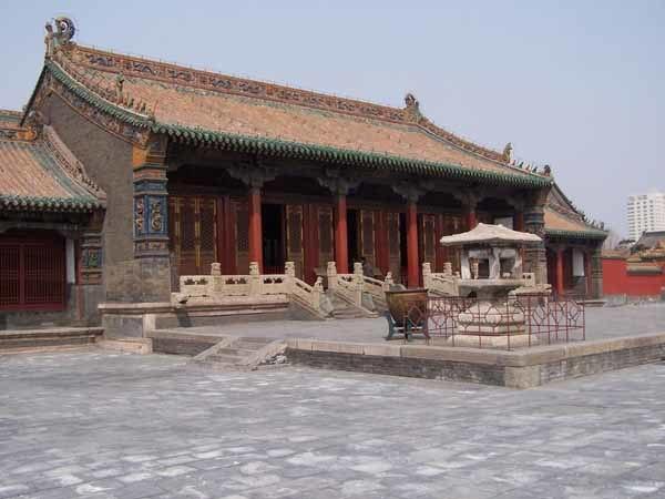 Mukden palace Chongzheng Hall 04
