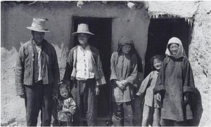 Muslim family of amdo note tibetan style hats.jpg