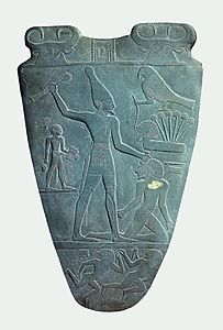 Narmer Palette smiting side.jpg