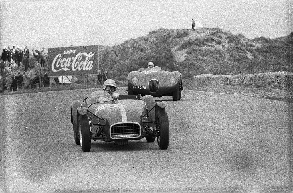 Nationale sportwagenraces op het circuit van Zandvoort, Hildebrand aan kop, daar, Bestanddeelnr 911-2734