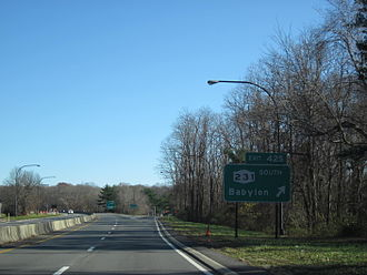 Northern State Parkway - The Northern State Parkway northbound at exit 42S in the town of Huntington, serving the northern terminus of NY 231