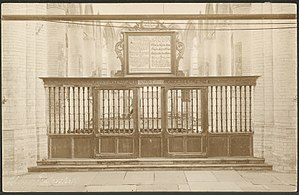 Pieterskerk, Leiden - View of the gate separating choir and church.
