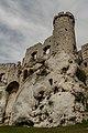 Ogrodzieniec - widok od podstawy zamku.jpg