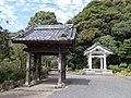 Ohashi Kannon sanmon and bell tower.jpg