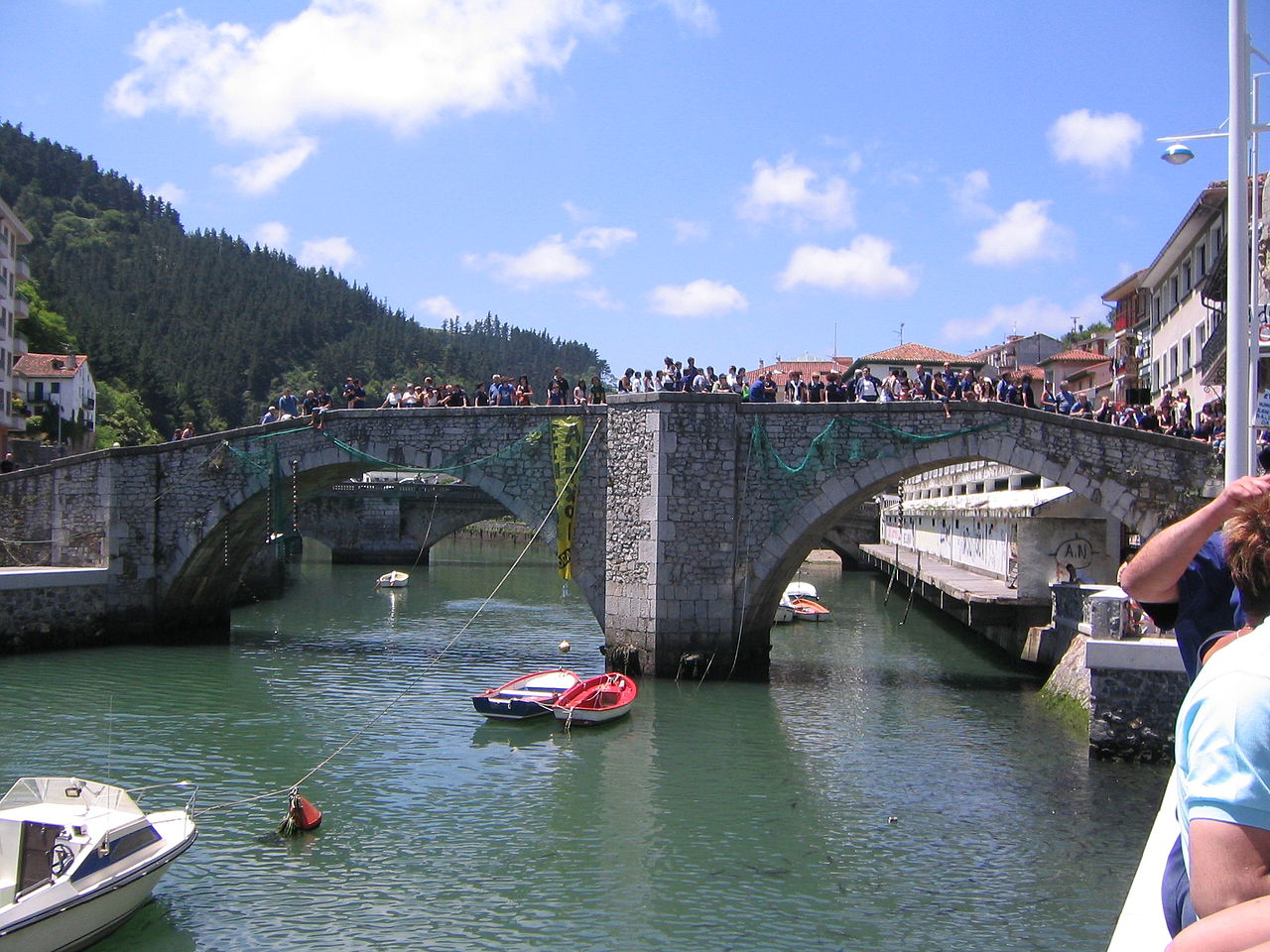 File ondarroa puente viejo jpg wikimedia commons - Exteriores puente viejo ...