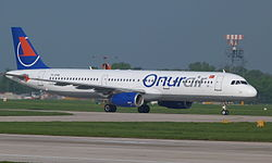 Onur Air Airbus A321 (TC-OAE) at Manchester Airport.jpg