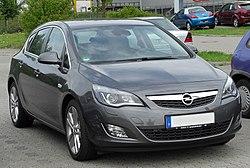 Opel Astra J con carrocería hatchback