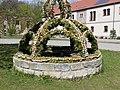 Osterbrunnen in Neuhirschstein, Sachsen (2).JPG
