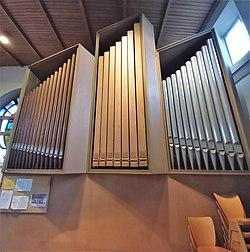 Ottobrunn, St. Magdalena Schuster-Orgel (Prospekt) (4).jpg