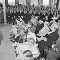 Overzicht van een zaal met zittende mensen, de mannen gescheiden van de vrouwen , Bestanddeelnr 255-8495.jpg