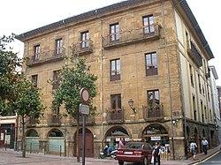 Oviedo - Palacio de los Bernaldo de Quirós 2.jpg