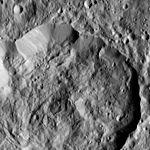 PIA20558-Ceres-DwarfPlanet-Dawn-4thMapOrbit-LAMO-image63-20160212.jpg