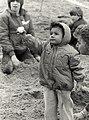 Paaseieren zoeken op het stand. Geschonken in 1986 door United Photos de Boer bv. Identificatienummer 54-002725.JPG