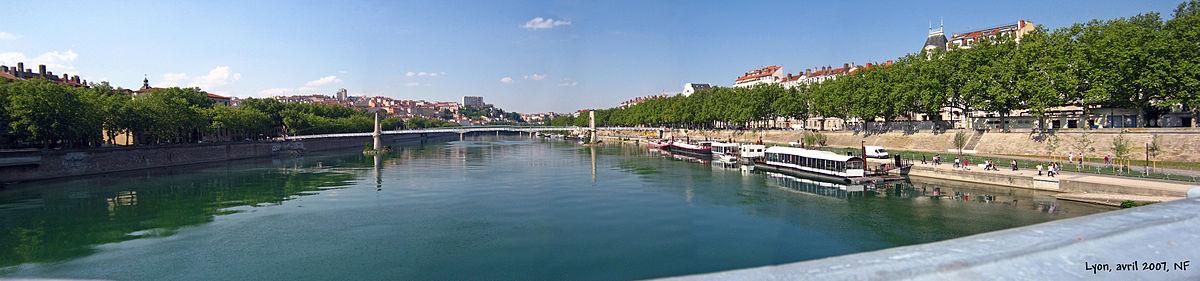 Photographie couleur du Rhône, vu vers l'amont depuis le pont Lafayette par une journée ensoleillée.