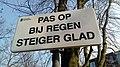 Pas op bij regen steiger glad sign, Appingedam (2019) 02.jpg