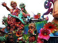 Carnival float in the Blacks and Whites Carniv...