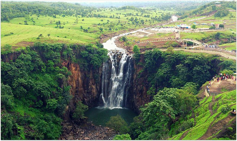 चित्र:Patalpani Waterfall.jpg
