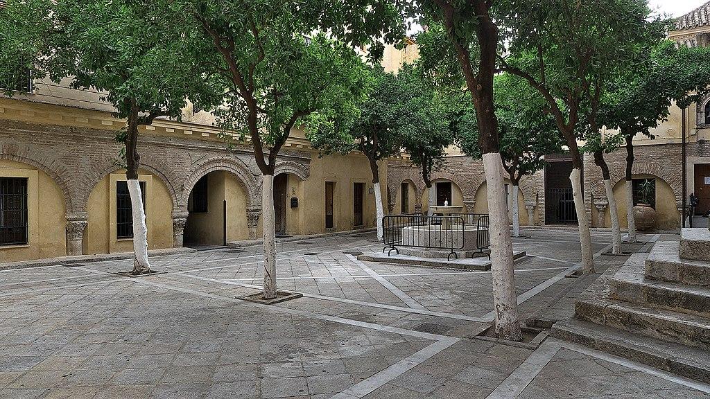 Cour d'ablution d'ancienne mosquée aujourd'hui partie de l'église Divin Sauveur de Séville - Photo de José Luis Filpo Cabana