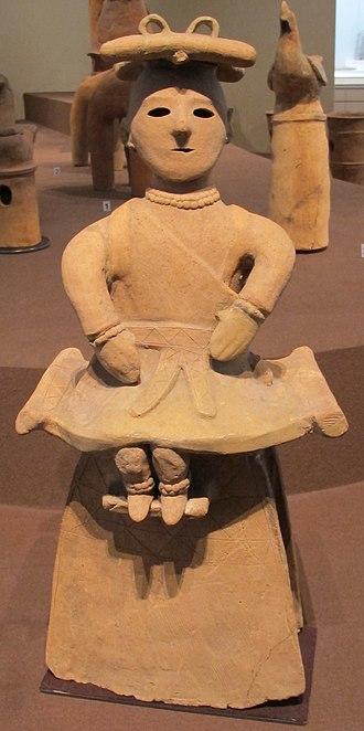 Haniwa - Image: Periodo kofun, haniwa, donna seduta, VI sec