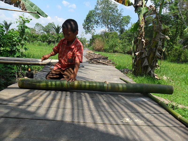 File:Permainan meriam bambu (2).jpg
