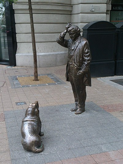 Peter Falk statue as Columbo with his dog in Budapest, Hungary Peter Falk Columbo monument.JPG