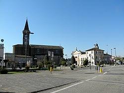 Piazza San Rocco, vista da via Martiri della Resistenza (Costa di Rovigo).jpg