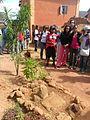 Pierre sacrée au milieu du village de Fonohasina.JPG