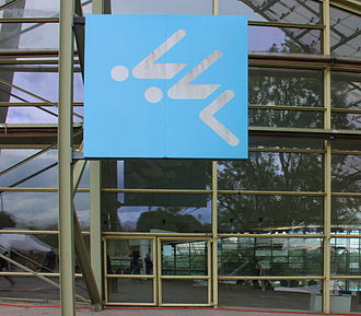 Pictogram - Image: Piktogramm Schwimmer an der Muenchner Olympia Schwimmhalle