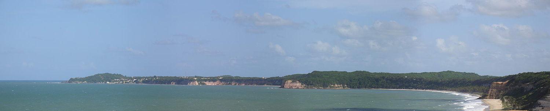 Vista panorâmica da Praia da Pipa, uma das praias mais famosas do Brasil.
