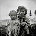 Plantan Antonija s svojim nezakonskim otrokom, Vrh 15 pri Šentjerneju 1952.jpg
