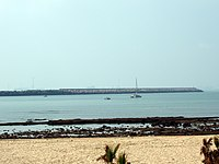 Playa de la Puntilla con el espigón de fondo en bajamar (El Puerto de Santa María, Cádiz).JPG