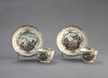 Porslin. Två koppar med fat. Guld och naturmotiv i dekoren - Hallwylska museet - 89193.tif